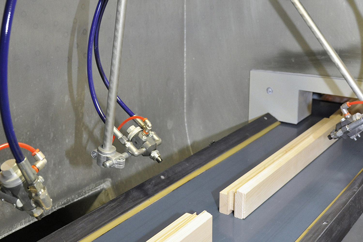 Window component in the spray booth with Coolac® paint recovery system